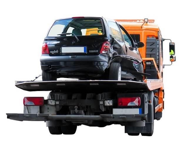 transport uszkodzonego samochodu na lawecie